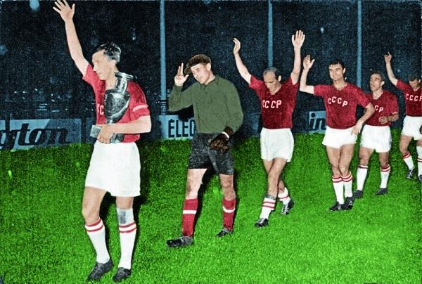 URSS levanta la primera Eurocopa